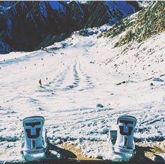What a cute snowboarding setup for a picture. This would be great for me for winter, as I like to have a lot of snowboarding stuff on my feed come winter time. Plus, you can showoff your snowboard. -Xoxo, Ari