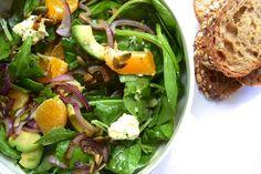 Dit is zo'n heerlijke salade die alles heeft: knapperig, romig, zuur... mmm! Ik maakte 'm met Bart op een zaterdagmiddag en het was een schot in de roos.