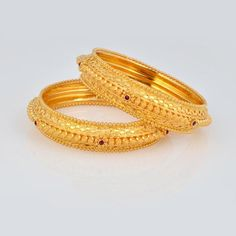 Can wear this between Glass Bangles too. Gold Bangles Design, Gold Jewellery Design, Gold Jewelry, Diamond Jewellery, Bridal Jewellery, Indian Jewelry Sets, Stylish Jewelry, Antique Jewelry, Jewels