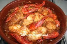 El suquet de rape con gambas es un plato típico marinero que combina dos produc Atıştırmalıklar Chef Recipes, Kitchen Recipes, Seafood Recipes, Cooking Recipes, Healthy Recipes, Spanish Dishes, Small Meals, Fish Dishes, Savoury Dishes