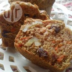 These easy and tasty muffins are a glorious way to start any day. They combine the great taste and chewy texture of carrots with the wonderful flavors of apple, raisins, coconut, walnuts, and cinnamon. Fig Recipes, Muffin Recipes, Real Food Recipes, Cake Recipes, Breakfast Recipes, Breakfast Ideas, Fresh Fig Cake Recipe, Figs Benefits, Morning Glory Muffins
