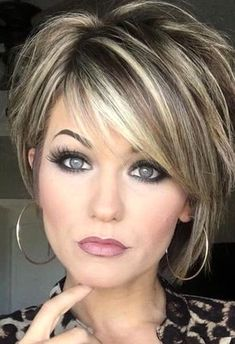 Trending Hairstyles 2019 - Short Layered Hairstyles Hair and Makeup products Short hair with layers Balayage hair Hair color balayage Short Hair With Layers, Highlights For Short Hair, Layered Short Hair, Short Layered Haircuts, Medium Length Layered Hairstyles, Short Highlighted Hairstyles, Medium To Short Hairstyles, 50 Year Old Hairstyles, Short Haircuts For Women
