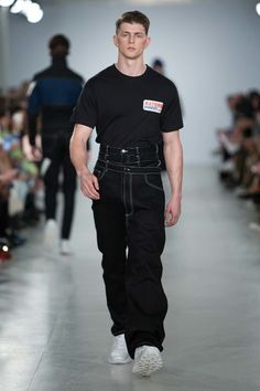 Christopher Shannon Spring 2017 Menswear Fashion Show Christopher Shannon, Runway Fashion, Spring Fashion, Fashion Show, Mens Fashion, Fashion Menswear, Vogue Paris, Mode Style, Street Wear