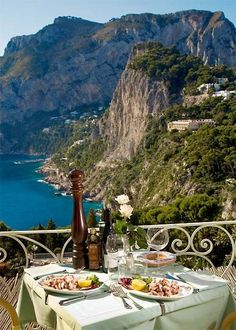 dinner in capri italy Beautiful Places To Travel, Beautiful World, Romantic Travel, Italy Vacation, Italy Travel, Capri Italia, Sailing Trips, Le Village, Boat Tours