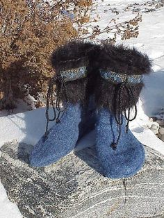 Felted Slipper Boots Pattern made from recycled Sweaters. No knitting or crochet skills needed, CUT - SEW - Felt it! Felt Boots, Vintage Jewelry Crafts, Diy Jewelry, Jewelry Making, Recycled Sweaters, Sweater Boots, Sweater Mittens, Jumper, Felted Slippers