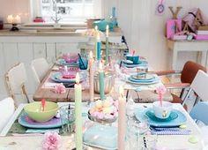 mooi gedekte tafel met pastels
