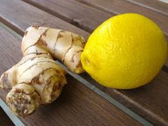 Lemon Ginger Wake-up Tea Water « Simple Recipes . this combo has tons of health benefits! apparently great for colds/sore throats, digestive health, and cancer prevention! Healthy Drinks, Healthy Eating, Healthy Foods, Armpit Fat, Der Computer, Juicing Benefits, Health Benefits, Healthy Recipes For Weight Loss, Plants
