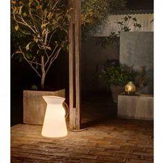 Lámpara de exterior Jarrett. Diseño de Àlex&Manel Lluscà. Faro Barcelona. Comprar lámparas online.
