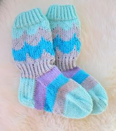 Marimekko, Baby Knitting Patterns, Knitting Socks, Diy, Crafts, Fashion, Dots, Knit Socks, Moda