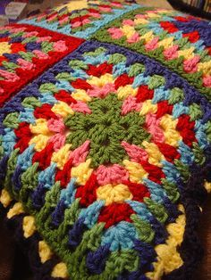 Ravelry: Spiky Granny Square pattern by Jacquie - Bunny Mummy ༺✿ƬⱤღ  https://www.pinterest.com/teretegui/✿༻