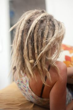 I can just keep pinning this set of dreads. I can just keep pinning this set of dreads. Blonde Dreads, Dreads Girl, Dreadlock Hairstyles, Messy Hairstyles, Black Hairstyles, Wedding Hairstyles, Short Dreads, Dread Braids, Box Braids