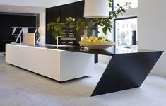 Sharp Kitchen by Daniel Libeskind for Poliform Kitchen Interior, New Kitchen, Kitchen Dining, Dining Room, Wall Storage Systems, Home Board, Contemporary Kitchen Design, Table And Chairs, Daniel Libeskind