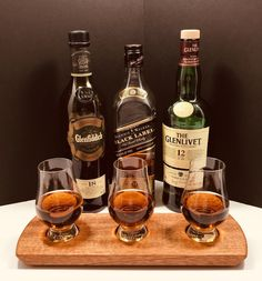 Scotch Whisky Bourbon Whiskey 3 Glencairn Glass Tasting Serving Tray Flight - Solid Mahogany - Scotch Lover Gift - Can Be Personalized! Bourbon Whiskey, Scotch Whisky, Whisky Tasting, Tasting Table, Cut Glass, Gift For Lover, Whiskey Bottle, Alcohol, Tray