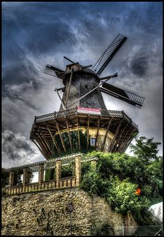 Potsdam- historische, alte Windmühle. Das Klappern der Mühle störte den Alten Fritz ( Preußische König Friedrich II )  windmill - Germany