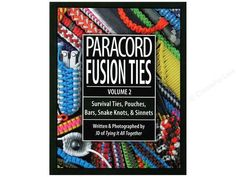 er den andre utgivelsen i bokserien og en annen fantastisk prestasjon av forfatter J.D. Lenzen. Som Paracord Fusion Ties-Volume 1, avslører PFT-V2 innovative og stilige måter å bruke paracord på. Så igjen vil du finne skarpe, klare, fargebilder (over 950 i alt!). Kombinert med kortfattede og enkle trinnvise instruksjoner for armbånd, stropper og nøkkelringer.Primært utformet for å gi overlevelses- og / eller taktiske fordeler, er paracord ... Snake Knot, Paracord Projects, Friendship Bracelets, Knots, Pouch, Sachets, Porch, Belly Pouch, Buttons