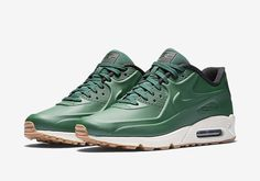 The Nike Air Max 90 VT is available once again in a Gorge Green colorway.