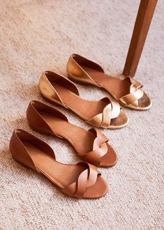 Rita Sandals - Women's style: Patterns of sustainability Fancy Shoes, Pretty Shoes, Cute Shoes, New Shoes, Sandals Outfit Summer, African Print Dress Designs, Tall Women Fashion, Bridesmaid Shoes, Louis Vuitton Shoes