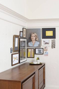 How To Create A Gallery Wall - Non Traditional Gallery Wall Ideas - ELLE DECOR