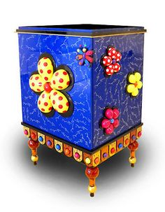 anche scatola con fiori in rilievo petali fatti con tappi metallo