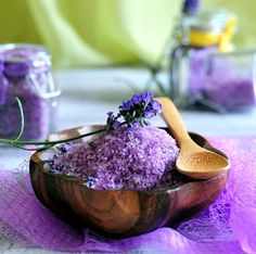 How to Make Lavendar Bath Salts #DIY #Gift from utryit.com, featured @savedbyloves