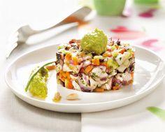 Riducete la zucchina, gli asparagi, la cipolla rossa, 1 carota e 1 gambo di sedano (lasciando da parte le foglie) a cubetti piccoli, unite i capperi dissalati e le olive...