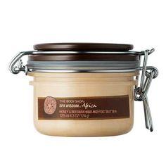 """Produit : Crème dans un contenant en verre avec un système d'ouverture """"à l'ancienne"""" comme on peut le retrouver dans certains contenants alimentaire. Décor : Minimaliste avec une simple étiquette de désignation du produit (""""SPA"""" ou """"Hamam"""" par exemple). Les couleurs utilisées sont principalement brunes et beiges. Aussi, les composant du produits sont mis en valeurs (Honey, Beeswax, Butter)."""
