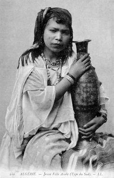 Africa   Jeune fille Arabe - Type du Sud. Algeria. Post stamped 1906.    Vintage postcard; publisher LL. (Levy & Fils). No 210