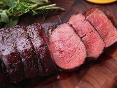Serious Eats: The Food Lab: The Secret to Perfect Beef Tenderloin? The Reverse Sear Strikes Again Beef Tenderloin Filet Mignon, Slow Roasted Beef Tenderloin, Perfect Beef Tenderloin, Roast Tenderloin, Best Beef Tenderloin Recipe, Pork Roast, Roast Brisket, How To Cook Tenderloin, Beef Tenderloin Marinade