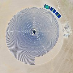 10/4/2015 Crescent Dunes Solar Energy Project Tonopah, Nevada, USA 38°14′N 117°22′W The Crescent Dunes Solar Energy Project near Tonopah, Nevada powers up to 75,000 homes during peak electricity periods. So how does it work? The project uses 17,500 heliostat mirrors to collect and focus the sun's thermal energy to heat molten salt flowing through a 540-foot (160 m) tall solar power tower.