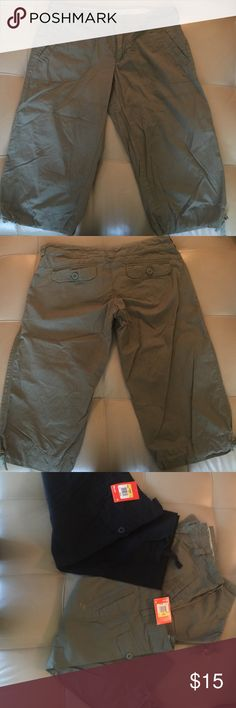 Nike Utility capris Nike Utility capris. Great light weight capris, sits right below the knees. Inside drawstring with cotton waistband to prevent rubbing. Snap closures and drawstring bottoms. 3 pairs...1 green Medium pair is gently worn and the other 2 (black & green small) still in package! 🌟🌟🌟If u like the black and the green, I'll do a bundle of $20!! Those are brand new with tags on! 🌟🌟🌟 Nike Pants Capris