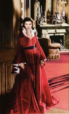 "Vivien Leigh as 'Scarlett O'Hara' in ""Gone With The Wind"" — Epitomizing the ultimate Southern Belle, 'Scarlett' boasts a wardrobe full of oversized hats, romantic ruffles & velvet Victorian dresses in the classic film. Glamour Hollywoodien, Hollywood Glamour, Classic Hollywood, Old Hollywood, Hollywood Actresses, Scarlett O'hara, Vivien Leigh, Old Movies, Great Movies"