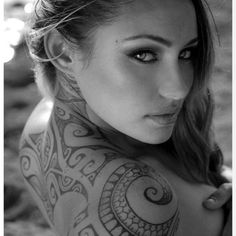 beautiful Nikita Reign