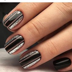 Nail art idea | manicure nails | short nails | negative space nail art
