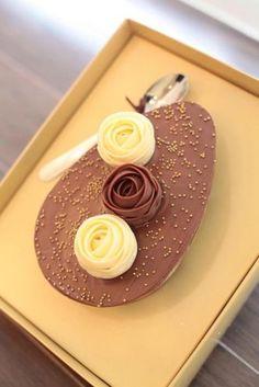 Meio Ovo marmorizado com Trufa branca e de chocolate ao leite. R$ 90. Danielle Andrade Sweet e Cake (Tel.: 11 3801 9053)