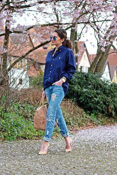 H&M jeans, Ralph Lauren shirt, Buffalo shoes, Bgo & Me bag, Ray-Ban sunglasses, Michael Kors watch.