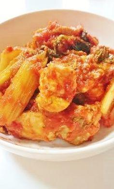セロリの大量消費に♪ ぶつ切りの鳥肉と隠し味で、 簡単に美味しいトマト煮になります。