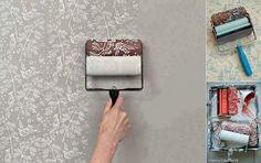 Rolinho de pinturas de parede com formato de flor.