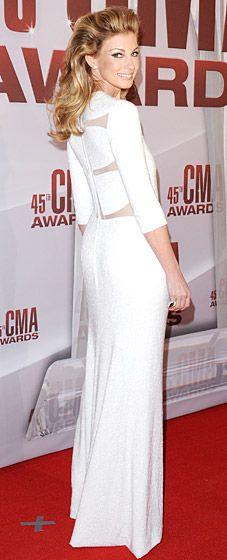 Faith Hill in a white Chado Ralph Rucci column dress #gorgeous