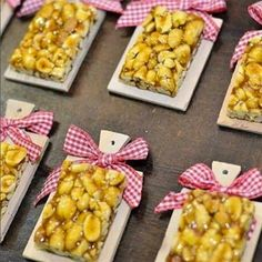 Ideias de Docinhos Decorativos para Festa Junina. Tem alguns modelos que servem para decorar a sua mesa de doces  e para dar como lembrancinha para os seus convidados.  DICA DRICA TURCA DELUXE BRANDS