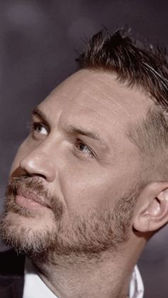 The way TH looks out at the world sometimes.makes me wonder what he sees Tom Hardy Show, Tom Hardy Wife, Tom Hardy Actor, Tom Hardy Photos, Tommy Boy, Karl Urban, Luke Evans, Gorgeous Men, Beautiful People