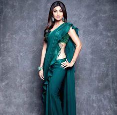Shilpa Shetty Kundra in a beautiful emerald green designer saree at . Sonakshi Sinha, Shilpa Shetty Saree, Kendall Jenner Outfits, Indian Dresses, Indian Outfits, Victoria Beckham, Kim Kardashian, Saree Gown, Dhoti Saree