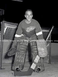 ROGER CROZIER DETROIT RED WINGS NHL GOALIE 8x10 PHOTO (BEEHIVE) Hockey Goalie, Hockey Teams, Ice Hockey, Detroit Hockey, Detroit Michigan, Detroit Red Wings, Nhl, Hockey Pictures, Goalie Mask