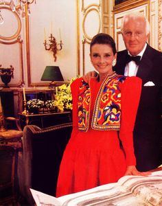 Audrey Hepburn photographed for a fashion editorial for Paris Match, October 1991 issue, by Jean-Claude Sauer at the Maison Givenchy on Avenue George V in Paris. [by Jean-Claude Sauer at his marvelous house on the Rue de Grenelle in Paris (France)? Katharine Hepburn, Audrey Hepburn Born, Givenchy Couture, Divas, My Fair Lady, French Fashion Designers, Classy Women, Classy Lady, My Idol