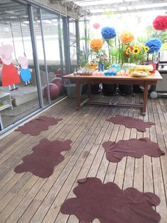 Zigi's Peppa Pig party - muddy puddles ready for pass the parcel and musical muddy puddles