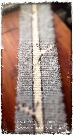 Der Wandteppich wächst und wächst... 2 Meter lang, 20 cm breit schmückt er bald einen Raum. Das Ryijy-Nähset erhälst Du im Shop. #DIY