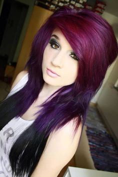 Really pretty purple hair, and love the eye make up too.