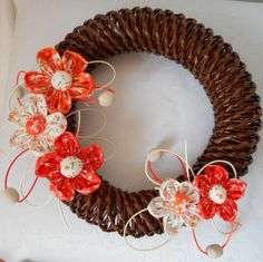 věnec s oranžovými květy   Zobrazit plnou velikost fotografie Grapevine Wreath, Grape Vines, Wreaths, Home Decor, Decoration Home, Door Wreaths, Room Decor, Vineyard Vines, Deco Mesh Wreaths