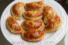Recipe for homemade chicken or turkey empanadas filled with turkey or chicken, onions, garlic, peppers, tomatoes, cumin, oregano and balsamic vinegar.