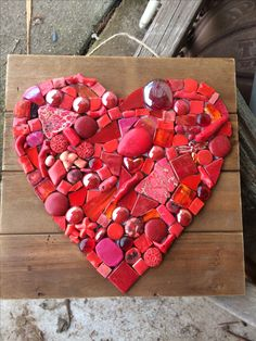 Tile Crafts, Mosaic Crafts, Mosaic Projects, Diy Wood Projects, Projects To Try, Mosaic Garden Art, Mosaic Diy, Mosaic Glass, Mosaic Tiles