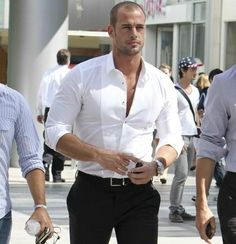 White shirt This outfit is what I consider country club casual Fashion Mode, Look Fashion, Mens Fashion, Sharp Dressed Man, Well Dressed Men, Stylish Men, Men Casual, La Mode Masculine, Mein Style